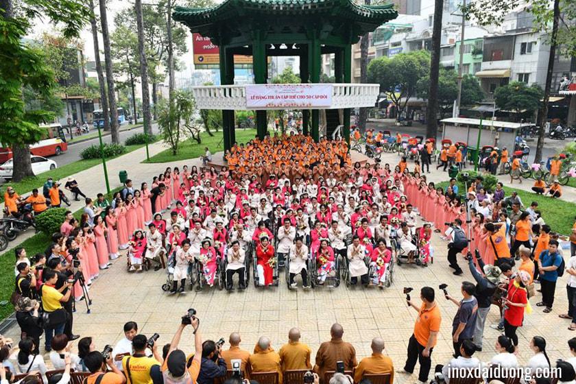 Hình ảnh 50 đôi khuyết tật tại lễ diễu hành sáng 21-12