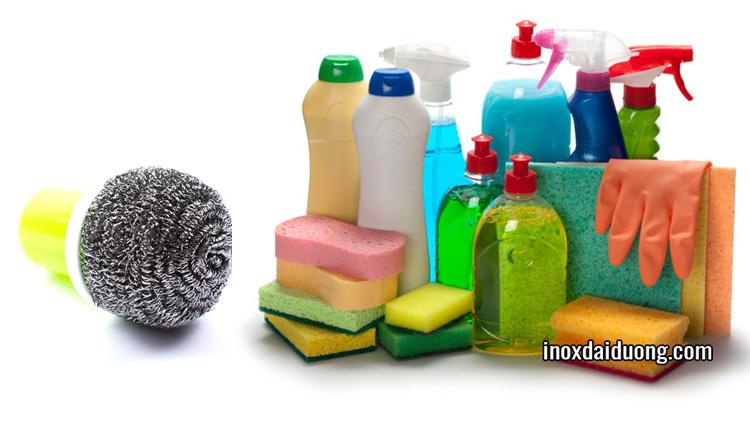 Hóa chất chứa clo hay bùi nhùi làm hư hại đồ dùng inox