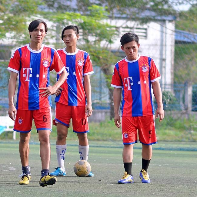 Cầu thủ Nguyễn Thanh Phong (Giữa), Có hiệu suất ghi bàn khủng khiếp.