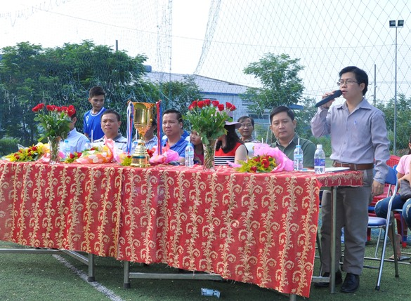 Ông Nguyễn Hoàng Bách, đại diện ban chấp hành CĐCS gửi lời cảm ơn chân thành đến toàn bộ quý vị đại biểu, tổ trọng tài, vận động viên và toàn thể cổ động viên có mặt đông đủ trong buổi lễ khai mạc hôm nay