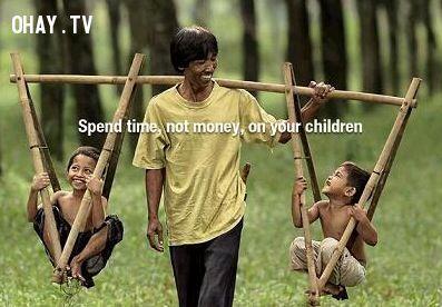 3. Con cái của bạn, chúng cần bạn bên cạnh trong lúc chúng trưởng thành, chứ không chỉ đơn thuần cần tiền bạc của bạn đâu. Cho chúng được lớn lên trọn vẹn trong tình yêu thương đầy đủ của bạn.