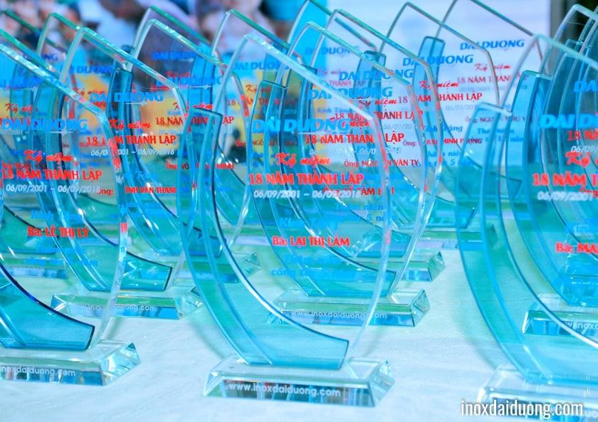 Để ghi nhận những công hiến của CBCNV có thâm niên công tác , tại lễ tất niên công ty tổ chức trao kỷ niệm chương và thưởng cống hiến 5 - 10 - 15 -20 năm