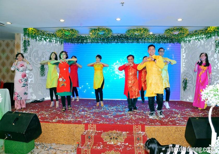 Hai phòng Kinh doanh OSS với tiết mục Cô Ba Sài Gòn, mang đến 1 tiết mục sôi động trẻ trung và nhiều màu sắc