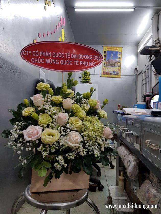 Hình ảnh những giỏ hoa được gửi tới các nữkhách hàng Inox Đại Dương trên cả nước