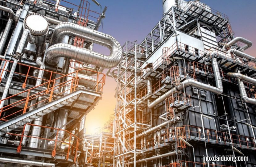 inox trong nhà máy lọc dầu