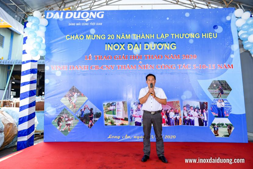 Ông Hồ Văn Hải thay mặt cán bộ công nhân viên nói lên tâm tư tình cảm và sự tri ân tới Ban lãnh đạo công ty