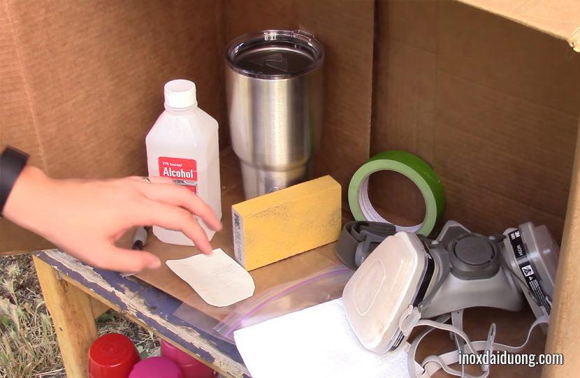 Chuẩn bị dụng cụ và nguyên liệu để sơn inox
