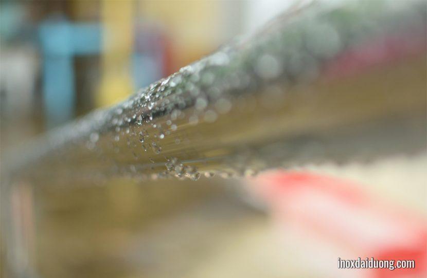 ống inox được sơn bóng 2K