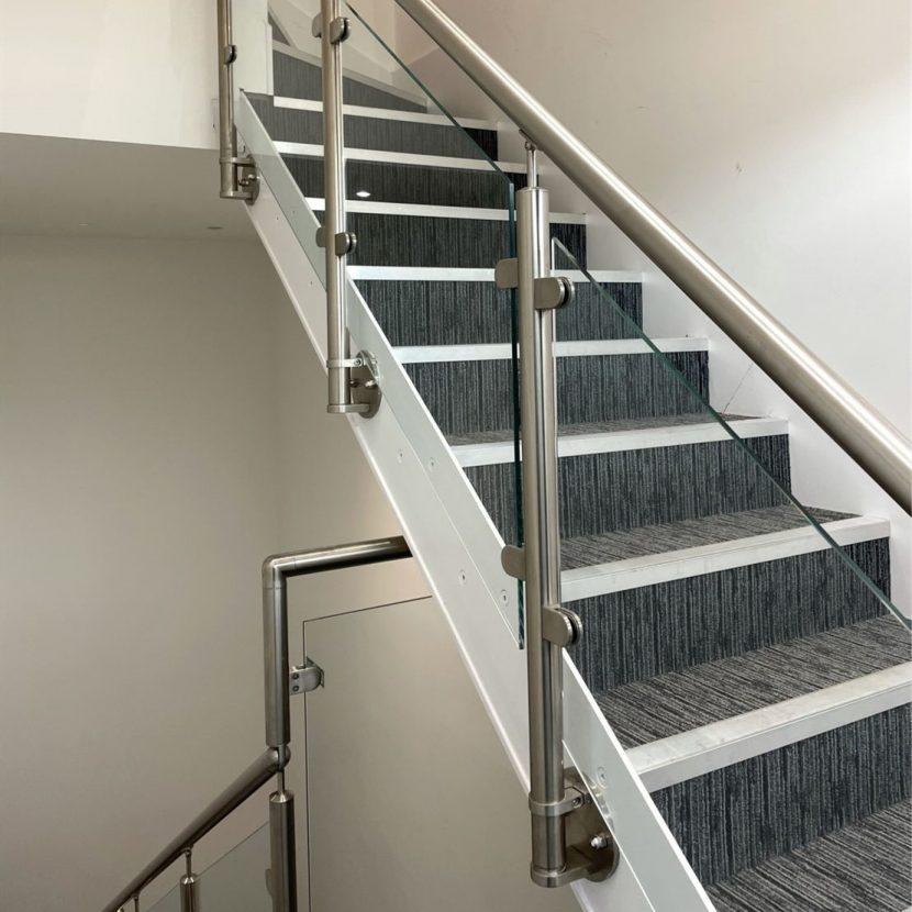 Cầu thang Inox nhà phố hiện đại