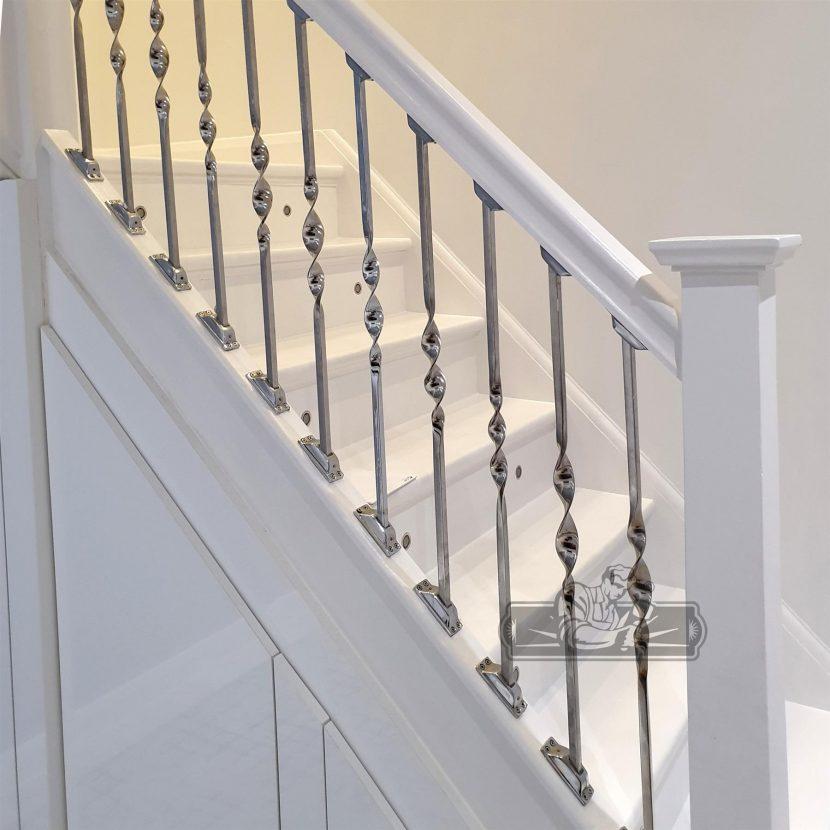 Cầu thang Inox phong cách phương Tây