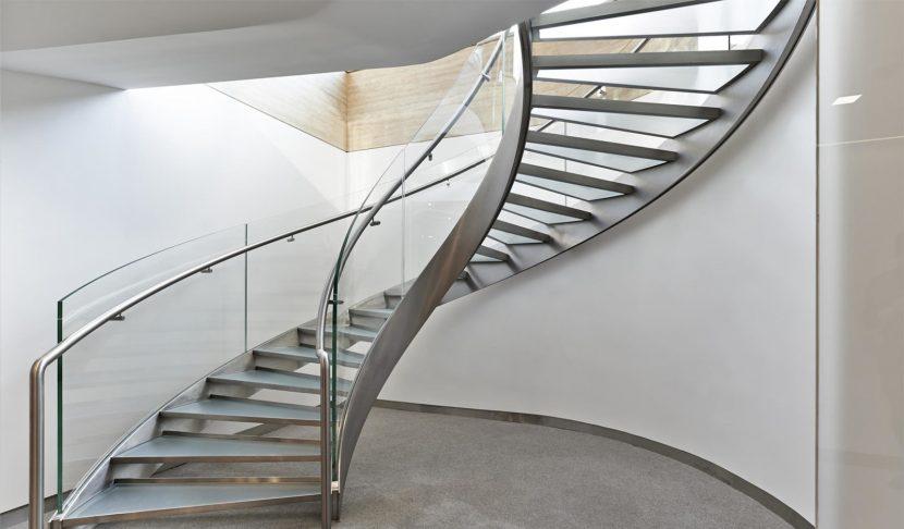 Cầu thang Inox và kính cường lực